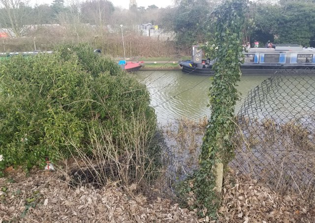 The fence by the canal in Linslade Memorial Playing Field PHOTO: Paul Niu