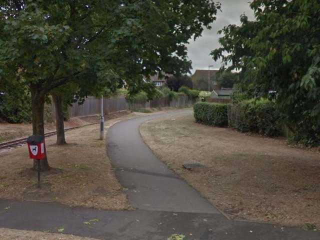 The pathway (taken from Appenine Way) leading towards Hockliffe Road