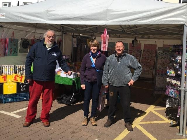 Cllr Morris visits card stall holders Kim and Dave.