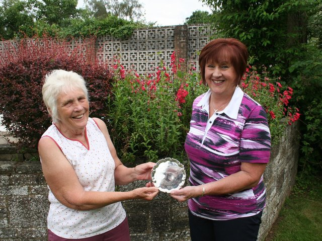 Lesley Brazier (right) receives the Buckmaster Salver from Ladies Captain Sandra Carter